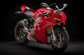 Panigale-V4-MY18-Red-Studio-04-Gallery-355х234