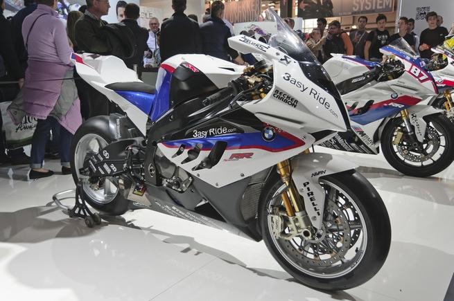 Список самых быстрых мотоциклов в мире, проходящих четверть мили менее чем на 12 секунд